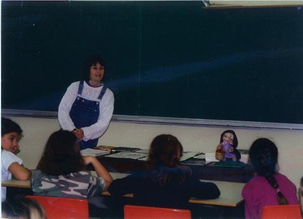présentation dans une école de Gagetown en 2000