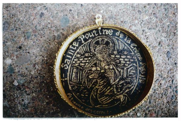 Sainte-Poutine de la Crème Molle, patronne des cornets à deux boules